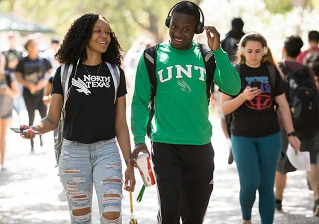 UNT Students walking to class